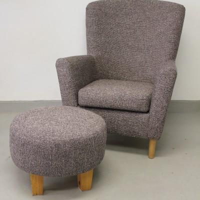 """Fåtölj och pall omklädda i """"Latch"""" från Kirkby Design"""